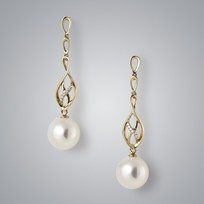 Hanging White Freshwater Pearl Earrings, 9.5mm, 18KY