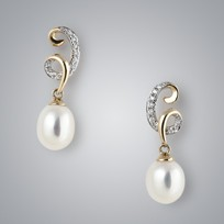 Telephone Pearl Earrings with White Freshwater Pearl