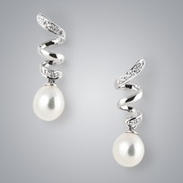 Beauty Pearl Earrings with White Freshwater Pearls