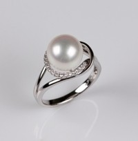 White Freshwater Pearl Ring & Diamond 10.0 mm, 18KW