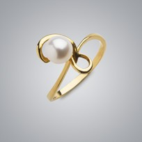 Treble Pearl Ring with White Freshwater Pearl