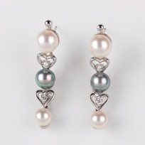 Teardrop Earring, Freshwater Pearl, Diamonds, 18KW
