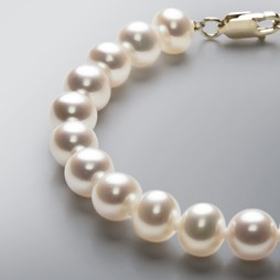 Pearl Bracelet with White Freshwater 8.5-8.0 mm Pearls