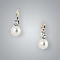 2 Tone Pearl Earrings with White Freshwater 8.5-8.0 mm Pearls