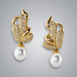 Pearl Earrings with White Freshwater 8.0-7.5 mm Pearl