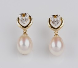White Freshwater Pearl Heart Earrings 8.0mm 18KY