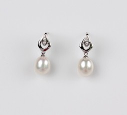 White Freshwater Pearl Earrings, 8.0mm, 18KW
