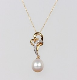 Heart Freshwater Pearl Pendant & Diamonds, 8.0mm, 18KY