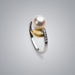 Gold Leaf Pearl Ring with White Freshwater Pearl and Diamonds