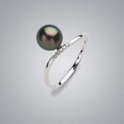 Solitaire Pearl Ring with Treated Black Freshwater Pearl and Diamonds
