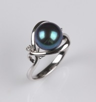 Heart Ring, Treated Black color, Freshwater Pearl, 18KW